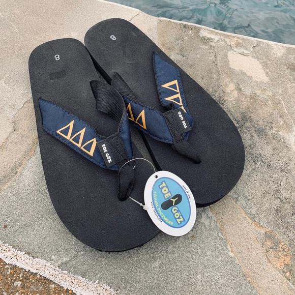 69711a9270cb New Tri Delta Toe Goz flip flops